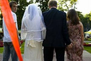 Почему любят одних, а женятся на других?