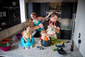 Как распределены домашние заботы в Вашей семье?